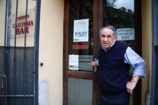 Walter Figueroa Martínez está desde hace 18 años al frente de la cafetería del Centre Flassaders.