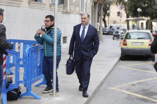El fiscal Anticorrupción Juan Carrau, a su llegada este jueves al TSJB para declarar como testigo en el juicio del 'caso Móviles'.