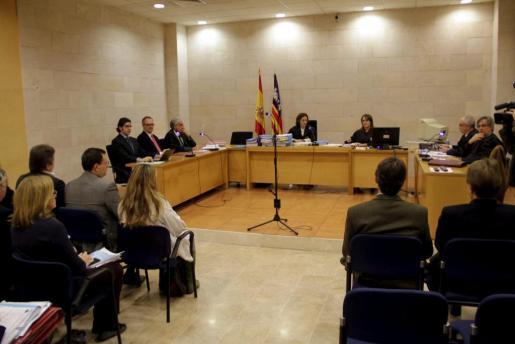 Firma del convenio de acreedores del Real Mallorca, el pasado mes de diciembre.
