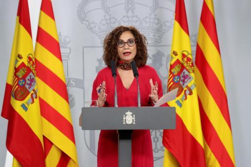 La portavoz del Gobierno, durante la rueda de prensa tras la reunión de la mesa de diálogo bilateral entre el Gobierno y la Generalitat.