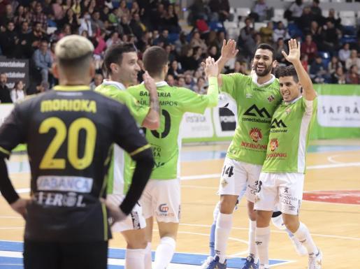 Los jugadores del Palma Futsal celebran uno de los tres goles.