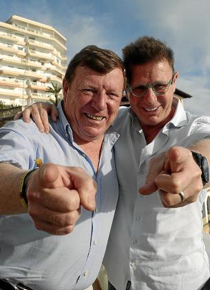 El famoso dúo Los Morancos llega a Palma para celebrar sus 40 años sobre el escenario con una fiesta sorpresa que organizan las entrañables Omaita y Antonia en el Trui Teatre .