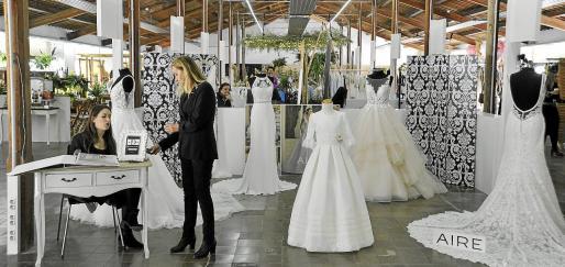 Los trajes de boda y de comunión son uno de los principales reclamos en esta gran feria de los eventos sociales.