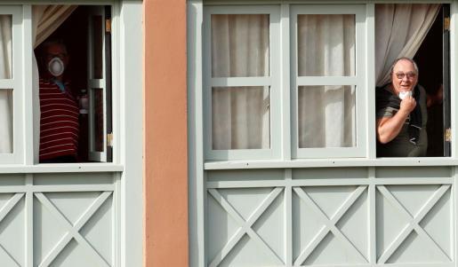 Dos turistas de los que se encuentran en el hotel Adeje de Tenerife.
