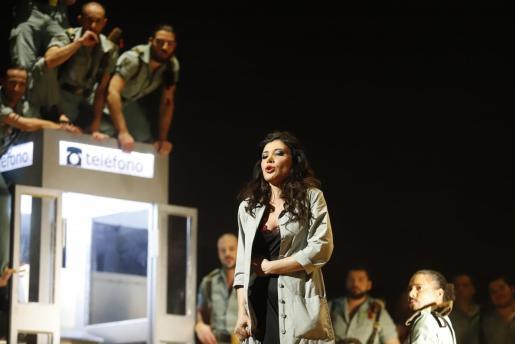 La mezzosoprano Annalisa Stroppa, en acción en una de las escenas de 'Carmen'.
