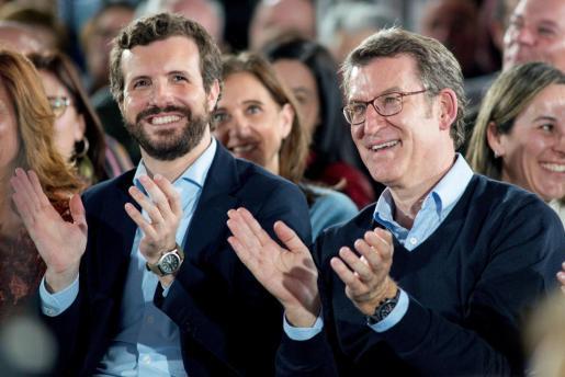 El presidente del PP, Pablo Casado, y el presidente del PPdeG y candidato a la reelección, Alberto Núñez Feijóo, durante un acto celebrado este domingo en Ourense por el 11 aniversario de la primera victoria electoral del presidente de la Xunta.
