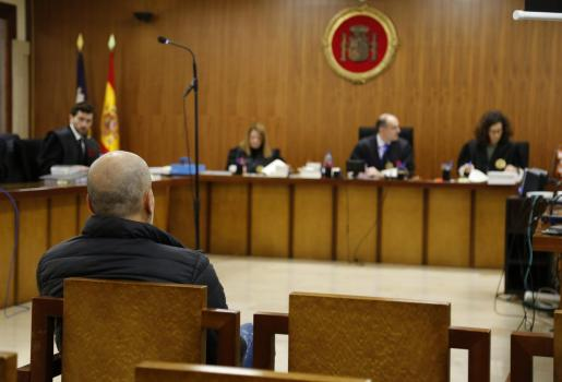 El acusado, este lunes en el banquillo de la Sección Primera de la Audiencia de Palma.