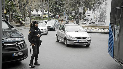 Vecinos indignados cambios EMT se movilizaron este lunes en el centro de Palma.