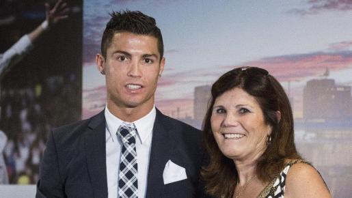 Imagen de archivo del futbolista y su madre, Dolores Aveiro.