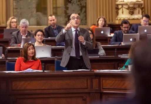El vicepresidente del Govern, Juan Pedro Yllanes, durante una imagen de archivo en el pleno del Parlament.