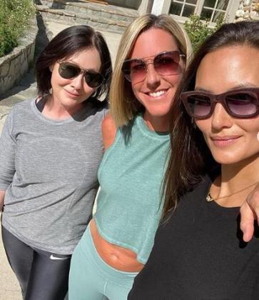 Shannen Doherty con sus amigas, que le están ayudando a superar el cáncer.