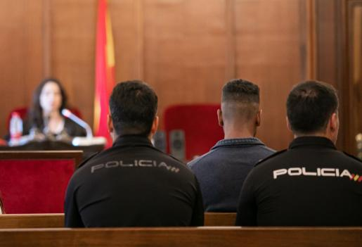 El acusado de maltratar y asesinar a su bebé durante un momento del juicio celebrado el pasado mes de septiembre.