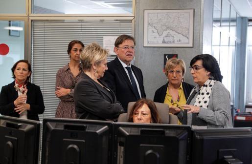 El presidente de la Generalitat, Ximo Puig, acompañado por la consellera de Sanidad, Ana Barceló, visita el Centro de Información y Coordinación de Urgencias (CICU) para conocer las actuaciones desarrolladas en torno al COVID-19.