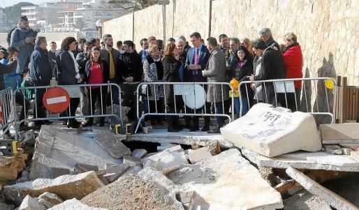 El presidente del Gobierno, Pedro Sánchez, visitó los destrozos del paseo de Cala Gat a los pocos días de la borrasca 'Gloria'.