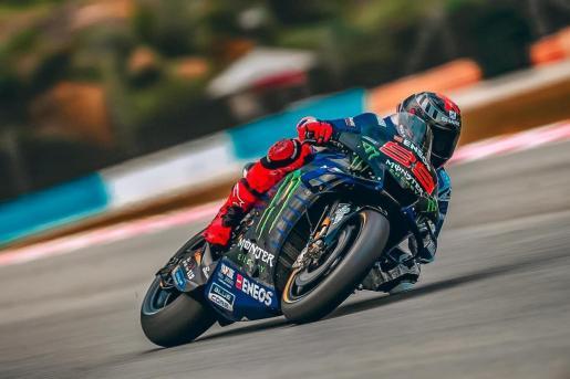 Jorge Lorenzo rueda sobre la Yamaha durante los pasados tests de Sepang.