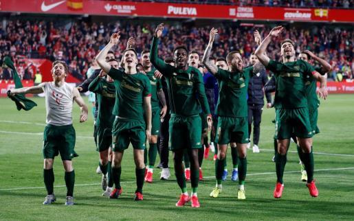 Los jugadores del equipo del Athletic de Bilbao celebrando el pase a la final de la Copa del Rey.