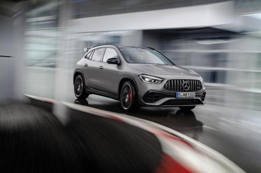 Un SUV compacto de altas prestaciones especialmente versátil que domina con soltura cualquier cometido esperado de un automóvil singular y que convence además por su dinámica de conducción.