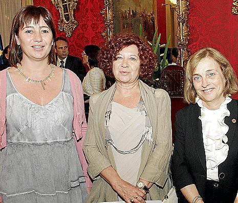 Francina Armengol, Aina Rado y Montserrat Casas.