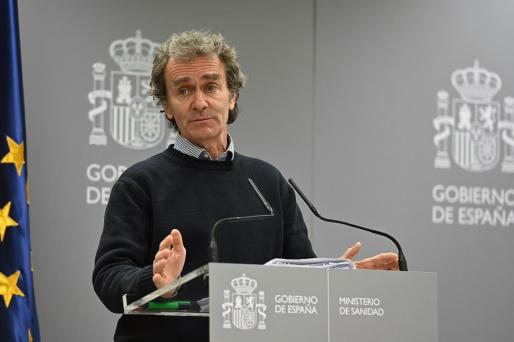 El director del Centro de Coordinación de Alertas y Emergencias Sanitarias del Ministerio de Sanidad, Fernando Simón, durante la rueda de prensa tras la reunión de la comisión de seguimiento del coronavirus, este domingo en el Ministerio de Sanidad en Madrid.