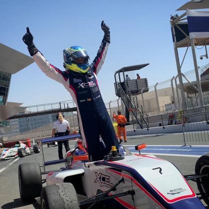 Lorenzo Fluxá celebra su victoria en una de las carreras de Dubai.