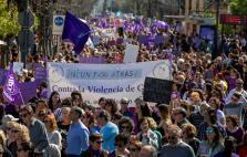 Miles de personas participan en manifestación del 8M en Sevilla