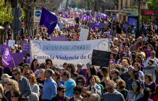 Vista de la manifestación celebrada este domingo en Sevilla en conmemoración del Día Internacional de la Mujer.