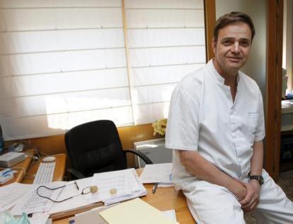 El doctor Sebastián Fábregues, especialista en periodoncia e implantes.
