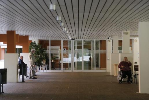 El IMAS ha comenzado a aplicar los protocolos actualizados para la prevención del Covid19 en los hogares, centros residenciales y de día que gestiona, en coordinación con la Conselleria de Salut y siguiendo las recomendaciones que el Ministerio de Sanidad. En la imagen, entrada de la residencia de La Bonanova.
