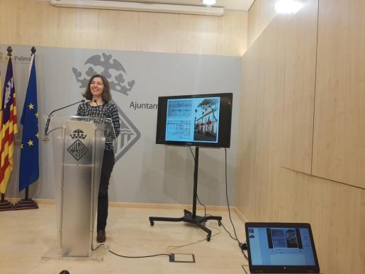 La regidora de Modelo de Ciudad, Neus Truyol, durante la rueda de prensa en la que ha dado a conocer la decisión.
