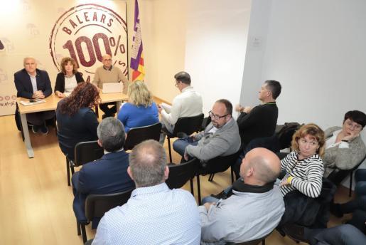 Xisca Mora, presidenta provisional del PI, y Josep Melià en la reunión de la ejecutiva.