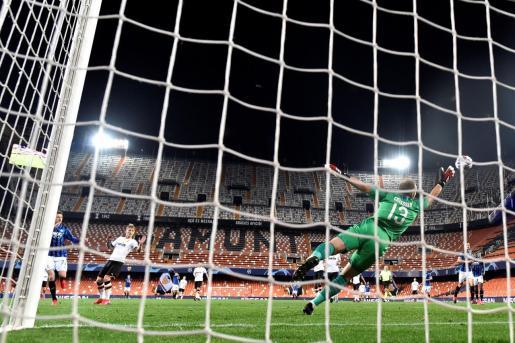 Momento del encuentro entre el Valencia y el Atalanta.