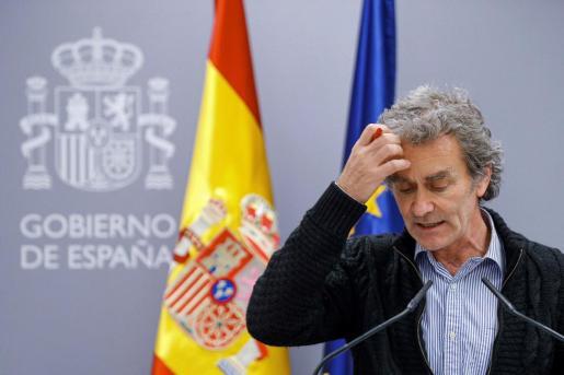 GRAF5431. MADRID, 11/03/2020.- El director del Centro de Coordinación de Alertas y Emergencias Sanitarias, Fernando Simón, durante la rueda de prensa posterior a la reunión de la comisión de seguimiento del coronavirus, este miércoles en el ministerio de Sanidad en Madrid. El Ministerio de Sanidad ha confirmado este miércoles 2.002 casos de coronavirus en España (363 más que ayer) y 47 fallecidos (once más), y casi la mitad de ellos -tanto los contagios como las muertes- se han dado en la Comunidad de Madrid.- EFE/Emilio Naranjo España supera los 2.000 contagios por coronavirus y 47 muertos