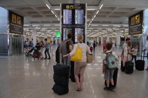 Palma local uh acumulacion de vuelos en aeropuerto fotos: pilar pellicer