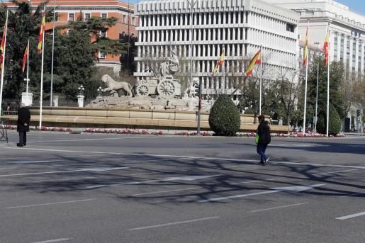 Vista de la plaza de Cibeles, en el centro de la capital, prácticamente sin tráfico, este miércoles, en Madrid.