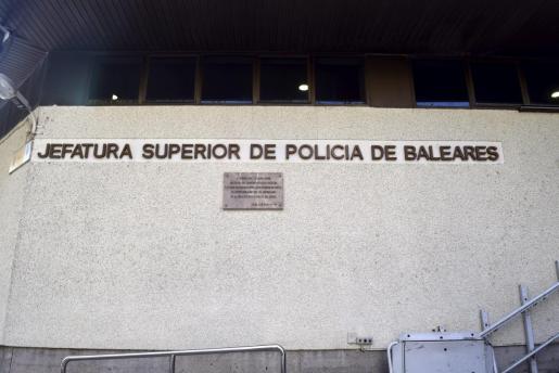 Fachada de la Jefatura de la Policía Nacional de Palma.