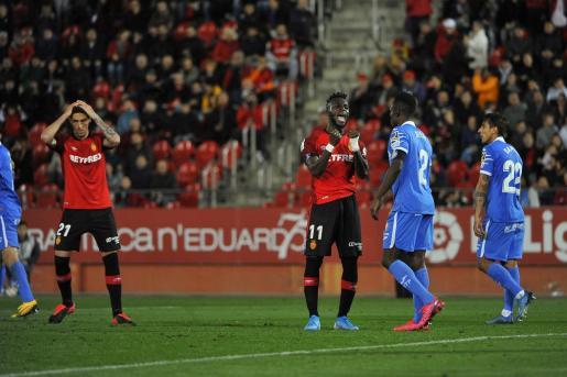 Los jugadores del Real Mallorca, durante un partido reciente en Son Moix.