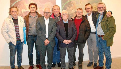 Pep Coll, Juan Pascual, Antoni Torres, Menéndez Rojas, Mariano Mayol y Joan Costa con Ricardo Pérez, gerente de la Fundació Baleària, y Rafael Armengol.