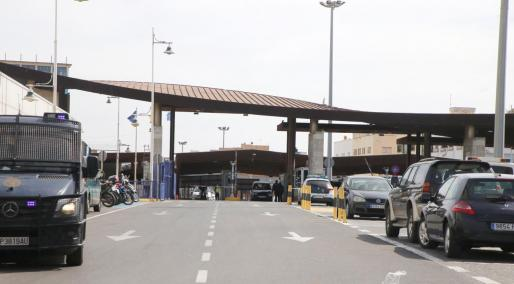 Vista este de un paso fronterizo entre España y Marruecos en Melilla.