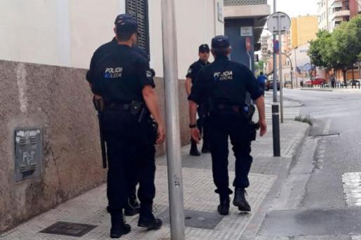 Varios agentes de la Policía Local de Palma.