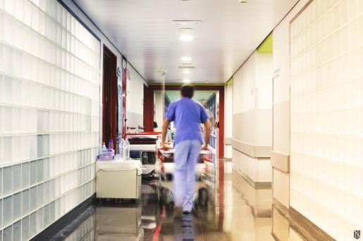 Hay unos 115 trabajadores del hospital Son Espases y del Mateu Orfila que están en vigilancia activa y aislamiento.