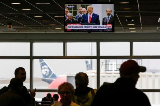 Trump en una pantalla de un aeropuerto de Estados Unidos.