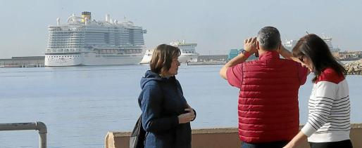 El Gobierno prohibió el jueves la llegada de cruceros a los puertos españoles.