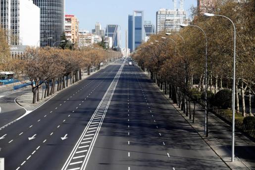 El Paseo de la Castellana, en Madrid, casi desierto en la mañana de este sábado, como muchas de las zonas de la ciudad.