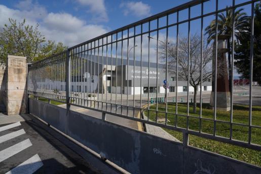 Imagen de los exteriores del Palau d'Esports de Son Moix, cerrado ya este sábado.