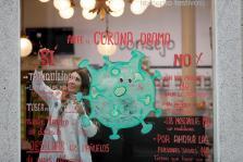 Expectación por el escaparate de la farmacia La Salud de Lugo