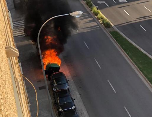 Incendio declarado en un contenedor de la calle General Riera de Palma