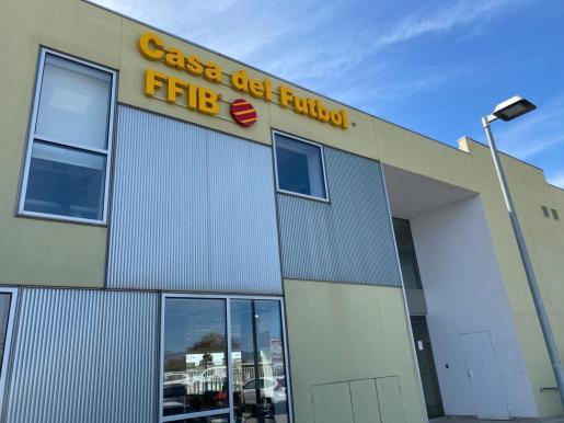 Imagen de la fachada de la Federació de Futbol de les Illes Balears.