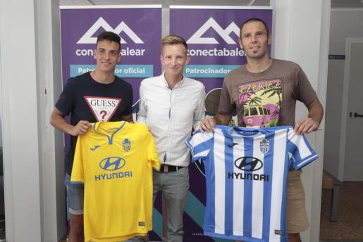 Diego Cervero, a la derecha, en su presentación como futbolista del Atlético Baleares del pasado verano.