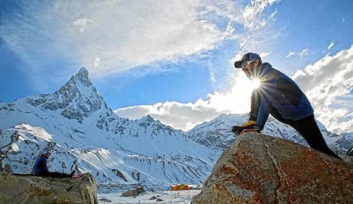 Iker Pou en un campo base durante una de sus múltiples expediciones.