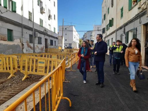 Imagen de archivo del alcalde José Hila y las ediles Neus Truyol y Angélica Pastor visitando las obras del Camp Redó.